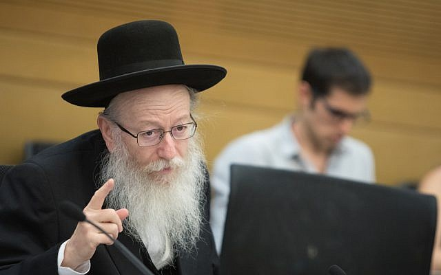 Health Minister Yaakov Litzman attends a  committee meeting at the Knesset, November 14, 2017. (Flash90)
