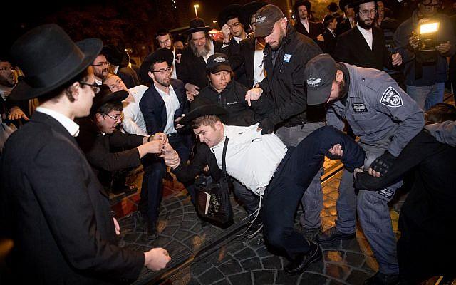 Ultra-Orthodox Jewish men protest against the army draft, at the entrance to Jerusalem, November 19, 2017. (Yonatan Sindel/Flash90)