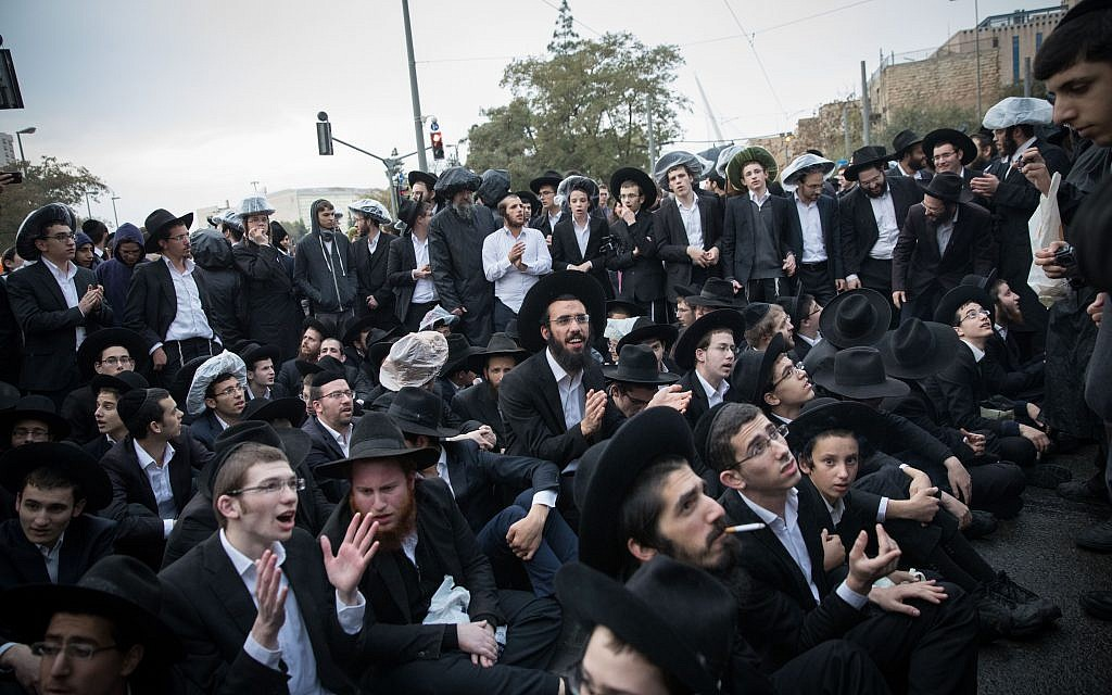 Extremist ultra-Orthodox demonstrators, protesting against the army draft, block the entrance to Jerusalem on November 26, 2017. (Flash90)