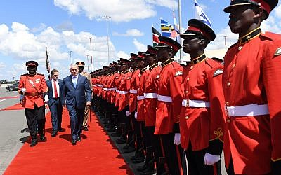 Prime Minister Benjamin Netanyahu arrives in Nairobi, Kenya, on November 28, 2017. (Haim Zach / GPO)