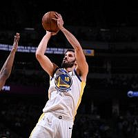 Omri Casspi #18 of the Golden State Warriors shoots the ball against the Denver Nuggets on November 4, 2017 at the Pepsi Center in Denver, Colorado. (Courtesy Golden State Warriors; Photo by Garrett Ellwood/NBAE via Getty Images)