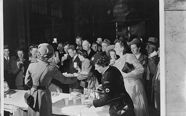 The Canadian Red Cross welcomes Dutch immigrants, may 21st 1948. (Public domain National Archive, Wikimedia commons)