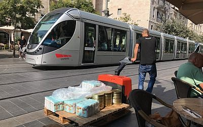 The Jerusalem light rail in downtown Jerusalem, September 20, 2017. (Stuart Winer/Times of Israel)