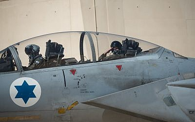 A pilot salutes inside an Israeli fighter jet ahead of the international Blue Flag exercise in early November 2017. (Israel Defense Forces)