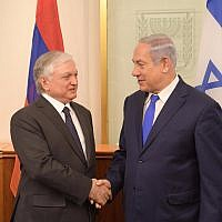 Prime Minister Benjamin Netanyahu (R) with Armenian Foreign Minister Edward Nalbandian in the Prime Minister's Office in Jerusalem, November 7, 2017. (Amos Ben-Gershom/GPO)