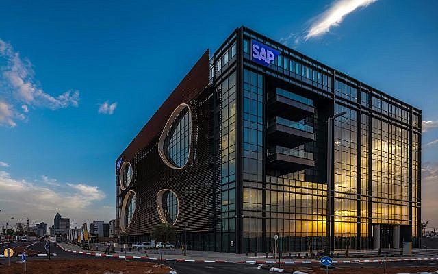 The SAP building in the Ra'anana industrial area, designed by Yashar Architects Ltd. (Courtesy Uri Porat)