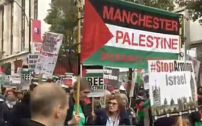 Demonstrators in London protest against the Balfour Declaration and Prime Minister Benjamin Netanyahu's visit to the British capital, on November 4, 2017. (Screen capture: Channel 10)