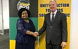 Regional Cooperation Minister Tzachi Hanegbi, left, with South African Environment Minister Bomo Molewa, November 6, 2017 (courtesy)