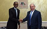 PM Netanyahu, left, with Rwandan President Paul Kagame in Nairobi, Kenya, November 28, 2017 (Haim Tzach/GPO)