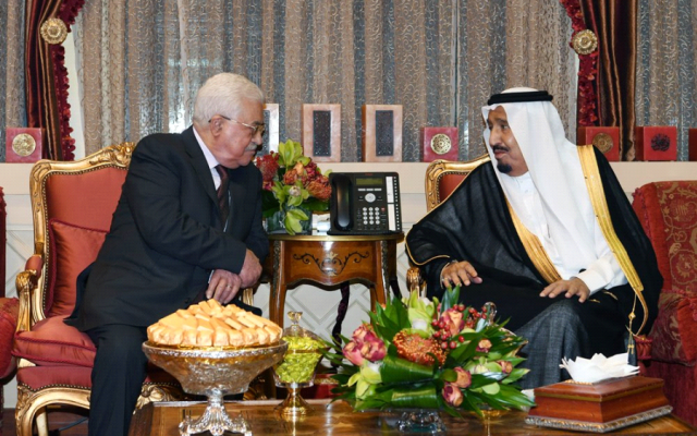Palestinian Authority President Mahmoud Abbas, left, meets with Saudi King Salman in Riyadh on November 7, 2017. (Thaer  Ghanaim / Wafa)