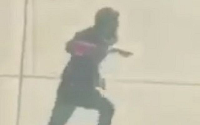 New footage appears to show NY attack suspect Sayfullo Saipov after exiting his truck on October 31, 2017 (YouTube screenshot)