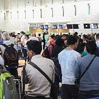 Thousands of people stand in line at Ben Gurion Airport's departure terminal on August 13, 2015, just some of the more than 79,800 passengers set to pass through on 457 flights during the day.  (Flash90)
