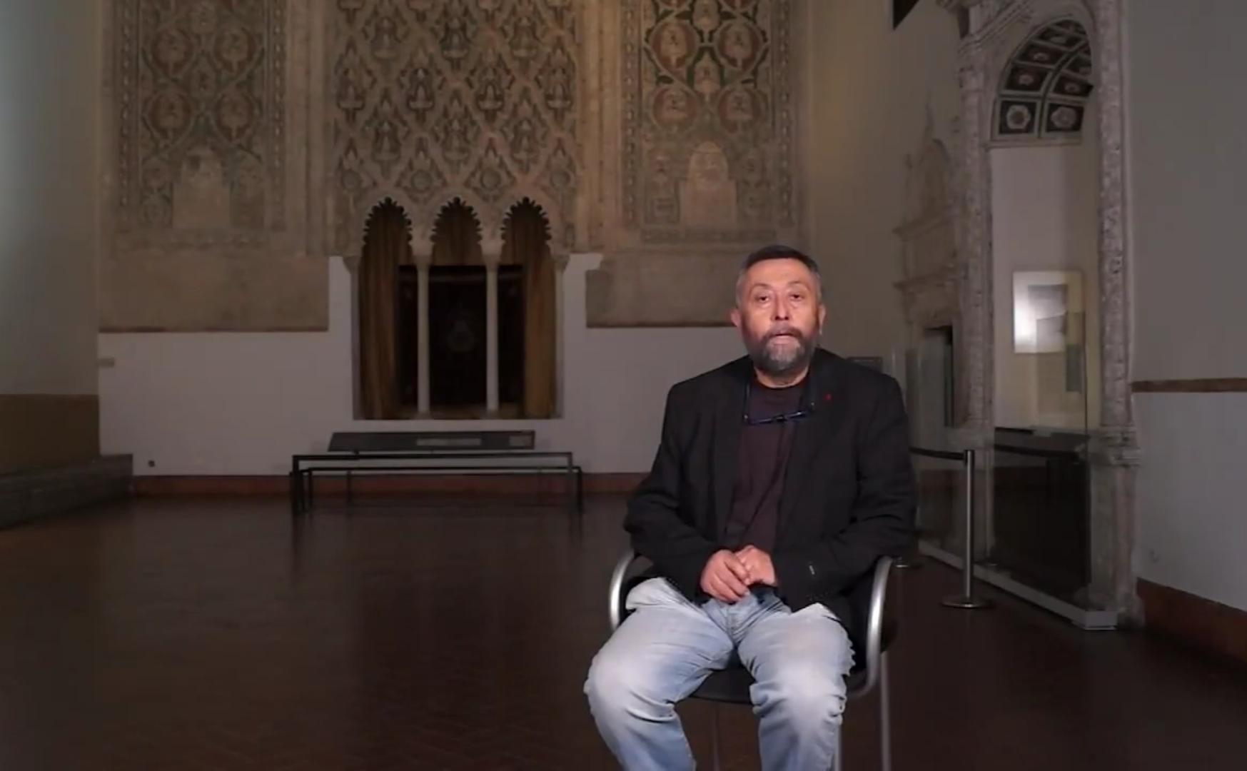 Santiago palomero plaza director of the museo sefardi giving a massive online class in