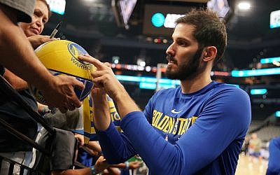 Omri Casspi signs a basketball for a Golden State Warriors fan. (Courtesy Golden State Warriors;NBAE/Getty Images)