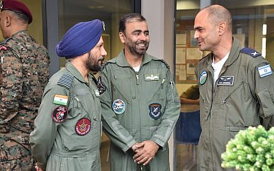 Indian Air Force personnel speak with Israel Air Force Brig. Gen. Eyal Grinboim on the Ovda air base as part in the international Blue Flag exercise in early November 2017. (Israel Defense Forces)