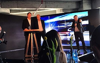 Daimler AG chairman, Dieter Zetsche, center, with Ola Källenius, the head of group research at Mercedes-Benz Cars Development (left) at the launch of the Mercedes-Benz Tel Aviv Tech Center; Nov. 16, 2017 (Shoshanna Solomon/TimesofIsrael)