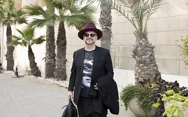 Culture Club's Boy George arrives in Tel Aviv ahead of his November 7 performance, his first in Israel in 30 years (Courtesy Orit Pnini)