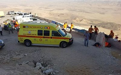 Paramedics at the scene of a rappelling accident at Mitzpeh Ramon on November 16, 2017. (MDA spokesperson)