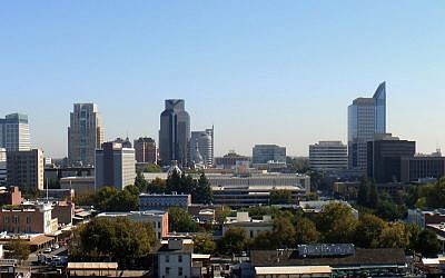 A view of the skyline in Sacramento, California (CC-BY SA J.smith/Wikipedia)