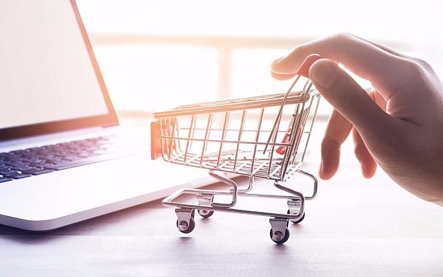 Illustrative image of online shopping (HAKINMHAN, iStock by Getty Images)