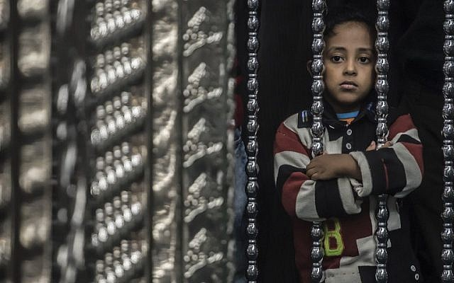 "An Egyptian Muslim girl stands next to the shrine of Al-Hussein, Islam's Prophet Mohammed's grandson, at the Al-Hussein mosque in Cairo during celebrations of the birthday of Prophet Mohammed, known in Arabic as ""al-Mawlid al-Nabawi"", on December 1, 2017. (AFP PHOTO / KHALED DESOUKI)"