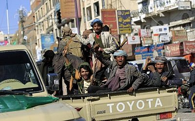 Houthi rebel fighters are seen riding an armored vehicle outside of the residence of Yemen's former president Ali Abdullah Saleh in Sana'a on December 4, 2017. (AFP PHOTO / MOHAMMED HUWAIS)