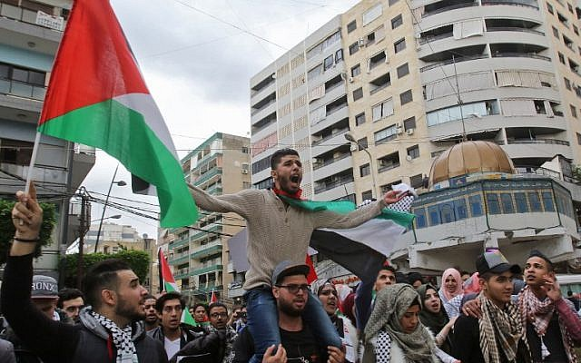 Protesters wave Palestinian flags and hold up a model of Jerusalem's Dome of the Rock during a demonstration in the southern Lebanese port city of Sidon on December 7, 2017, a day after US President Donald Trump recognized Jerusalem as Israel's capital. (AFP Photo/Mahmoud Zayyat)