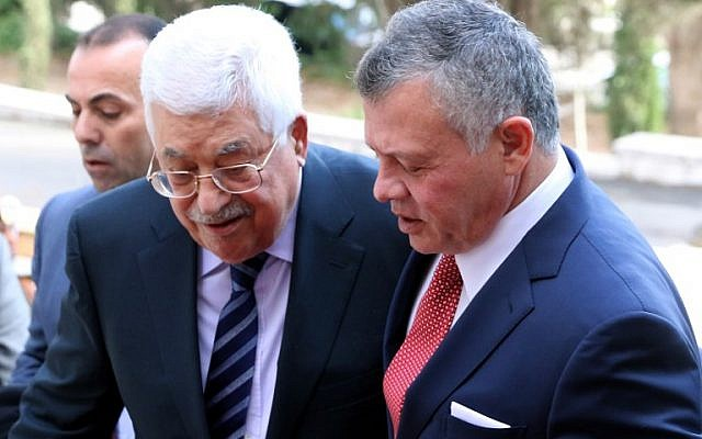 Jordan's King Abdullah II, right, welcomes Palestinian Authority President Mahmoud Abbas at the Royal Palace in Amman on December 7, 2017. (AFP/ KHALIL MAZRAAWI)