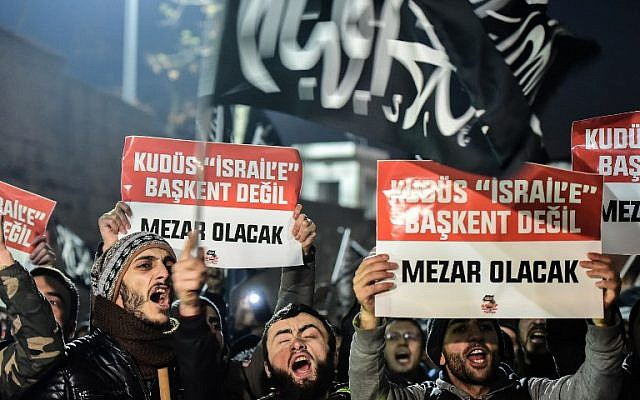 Protesters shout anti-USA and anti-Israel slogans as they hold placards reading 'Jerusalem will not be a capital to Israel, it will be a grave' during a demonstration after the US president recognized Jerusalem as Israel's capital in Istanbul on December 7, 2017. (AFP/Yasin Akgul)