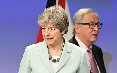 Illustrative: British Prime Minister Theresa May (L) and European Commission President Jean-Claude Juncker arrive to address a press conference at the European Commission in Brussels on December 8, 2017. (AFP PHOTO / EMMANUEL DUNAND)