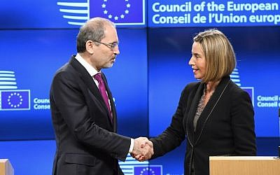 EU foreign policy chief Federica Mogherini (R) and Jordan's Foreign Minister Ayman Safadi shake hands during a joint press conference on the US recognition of Jerusalem as the capital of Israel, at the European Council in Brussels, on December 8, 2017. (AFP Photo/Emmanuel Dunand)