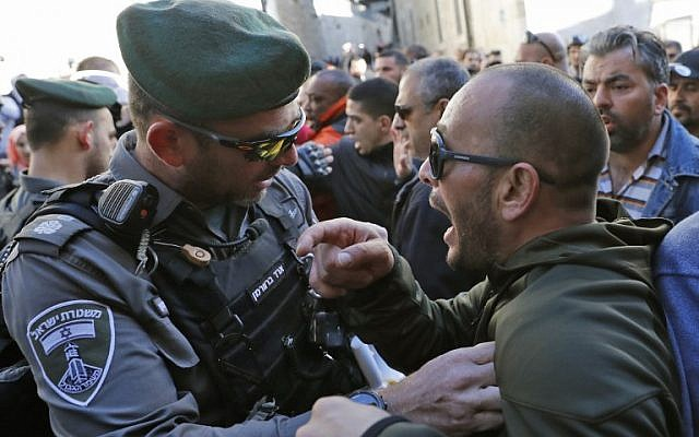 Israeli forces scuffle with people in Jerusalem's Old City on December 8, 2017. (AFP PHOTO / Thomas COEX)