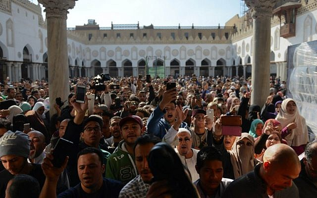 Protesters shout slogans during a demonstration against US President Donald Trump's decision to recognize Jerusalem as the capital of Israel at al-Azhar mosque in Cairo on December 8, 2017. (AFP PHOTO / MOHAMED EL-SHAHED)