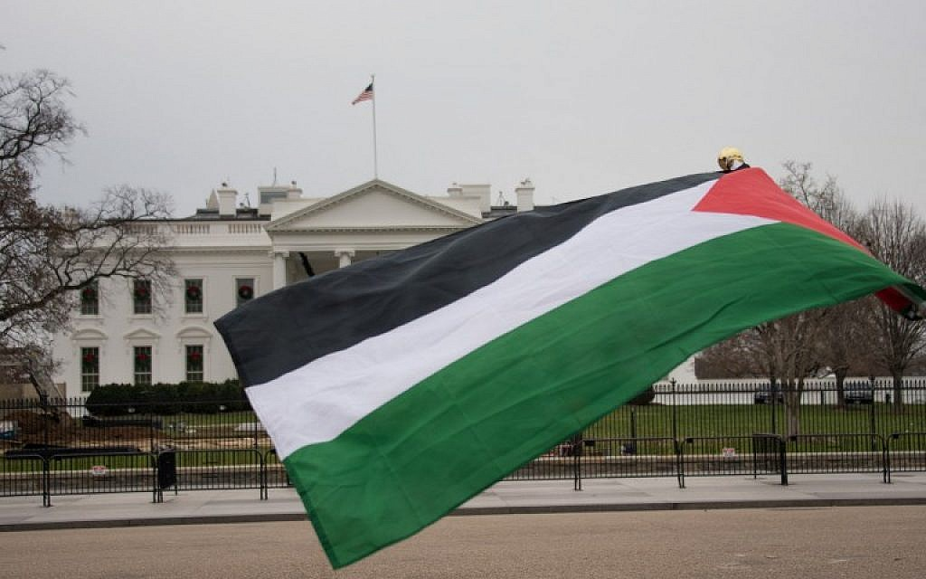 A Palestinian flag waves in front of the White House on December 8, 2017, in Washington, DC, at a protest against US President Donald Trump's declaration of Jerusalem as Israel's capital. (AFP PHOTO / mari matsuri)