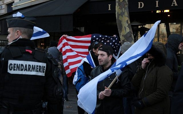 Hundreds Protest in Paris Against Netanyahu's Upcoming Visit to France (PHOTOS)