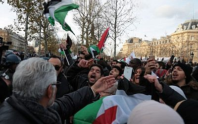 Demonstrators shout slogans as they wave placards and flags while taking part in a pro-Palestinian protest in Paris on December 9, 2017, against US President Donald Trump's recognition of Jerusalem as Israel's capital. (AFP/ Zakaria ABDELKAFI)