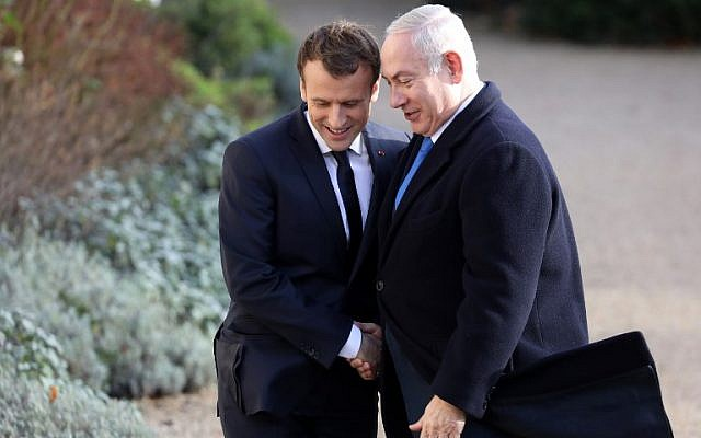 French President Emmanuel Macron (L) shakes hands with Israeli Prime Minister Benjamin Netanyahu, upon his arrival at the Elysee Palace in Paris, on December 10, 2017. (AFP PHOTO/ Ludovic MARIN/File)