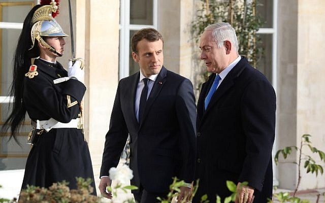 French President Emmanuel Macron (L) welcomes Prime Minister Benjamin Netanyahu upon his arrival at the Elysee Palace on December 10, 2017 in Paris. (AFP/Ludovic Marin)