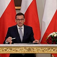 Mateusz Morawiecki signs a document confirming him as Poland's new prime minister at the presidential palace in Warsaw on December 11, 2017. (AFP Photo/Janek Skarzynski)