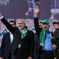 Hamas chief Ismail Haniyeh (L) and Hamas leader in the Gaza Strip Yahya Sinwar attend a rally marking the 30th anniversary of the terror group's founding in Gaza City, on December 14, 2017. (AFP Photo/Mohammed Abed)