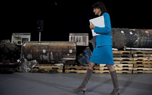 US Ambassador to the United Nations Nikki Haley points to previously classified missile segments she says prove Iran violated UN Security Council Resolution 2231 by providing the Houthi rebels in Yemen with arms, during a press conference at Joint Base Anacostia in Washington, DC, on December 14, 2017. (AFP Photo/Jim Watson)