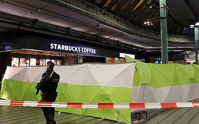 A Dutch soldier patrols next to an area where a man wielding a knife was shot by military police before being taking into custody on December 15, 2017, at the Schiphol Airport in Amsterdam. (AFP Photo/ANP/Kawijko Media)