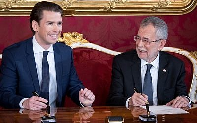 Austrian President Alexander Van der Bellen (R) and Austrian Chancellor Sebastian Kurz sign the letter of appointment during the inauguration ceremony of the new Austrian government at the Hofburg in Vienna on December 18, 2017. (AFP Photo/Vladimir Simicek)