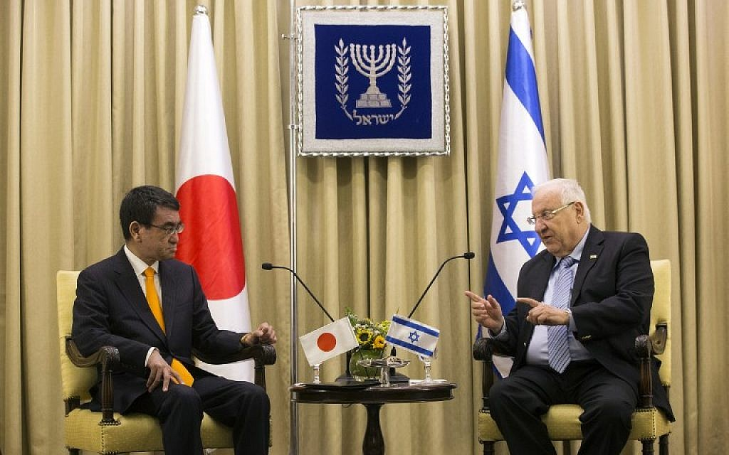Japanese Foreign Minister Taro Kono (L) meets with President Reuven Rivlin at the President's Residence in Jerusalem on December 25, 2017. (AFP Photo/Pool/Heidi Levine)