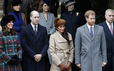 Britain's Catherine, Duchess of Cambridge, (L) and Britain's Prince William, Duke of Cambridge, (2L), US actress and fiancee of Britain's Prince Harry Meghan Markle (2R) and Britain's Prince Harry (R) stand together as they wait to see off Britain's Queen Elizabeth II after attending the Royal Family's traditional Christmas Day church service at St Mary Magdalene Church in Sandringham, England, on December 25, 2017. (AFP PHOTO / Adrian DENNIS)