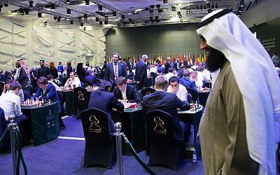 Participants attend the King Salman World Rapid and Blitz Championships, the first international chess competition held in Saudi Arabia, in the capital Riyadh on December 26, 2017. (AFP/STRINGER)
