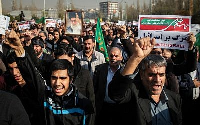 Iranians chant slogans as they march in support of the government near the Imam Khomeini grand mosque in the capital Tehran on December 30, 2017. (AFP PHOTO / TASNIM NEWS / HAMED MALEKPOUR)