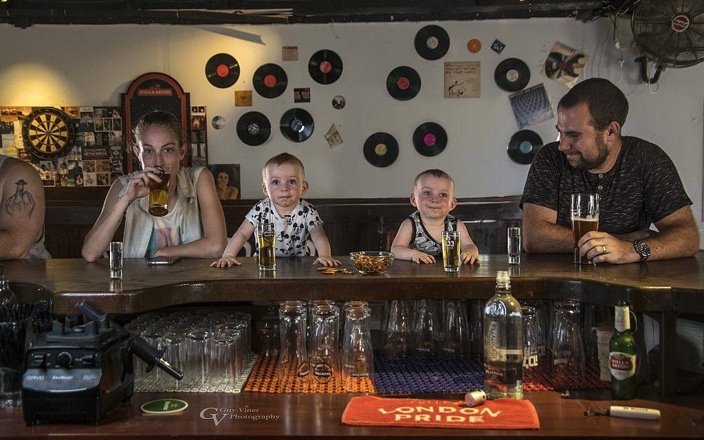 Some pub time with Mom and Dad (Courtesy Guy Vainer)