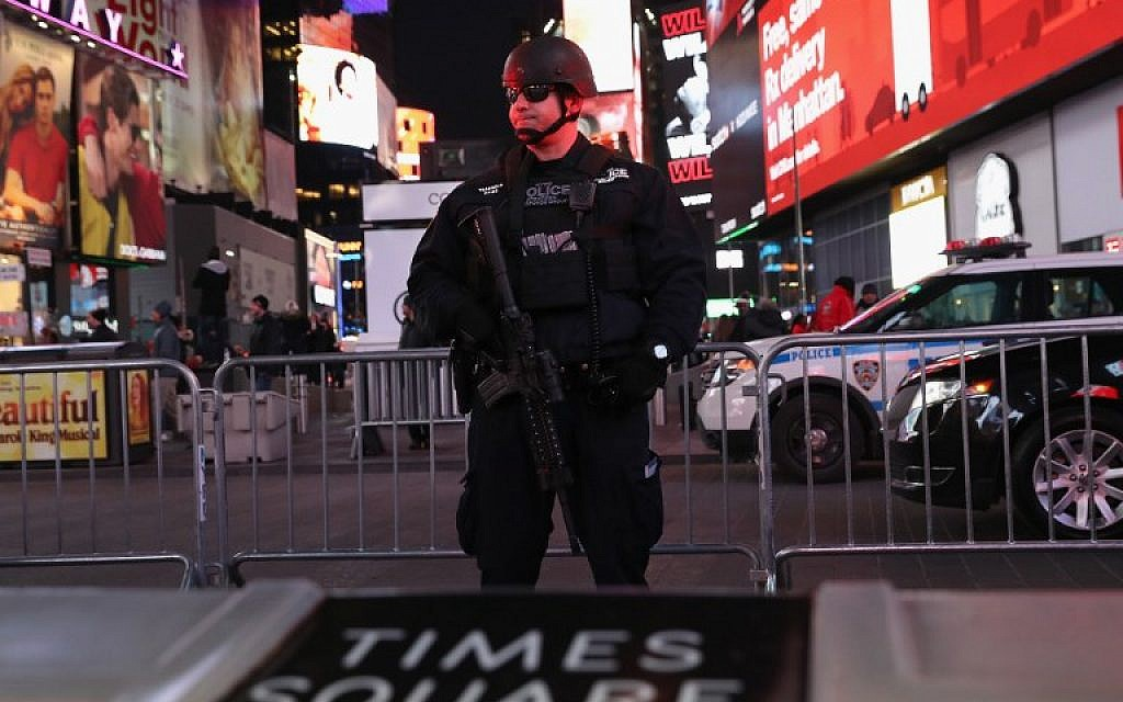 A policeman stands guard in Times Square near the site of a pipe bomb explosion on December 11, 2017.  (John Moore/Getty Images/AFP)
