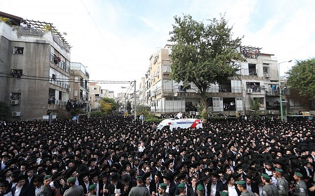 Mourners attend the funeral of Rabbi Aharon Yehudah Leib Steinman in Bnei Brak, December 12, 2017. (Yonatan Sindel/Flash90)